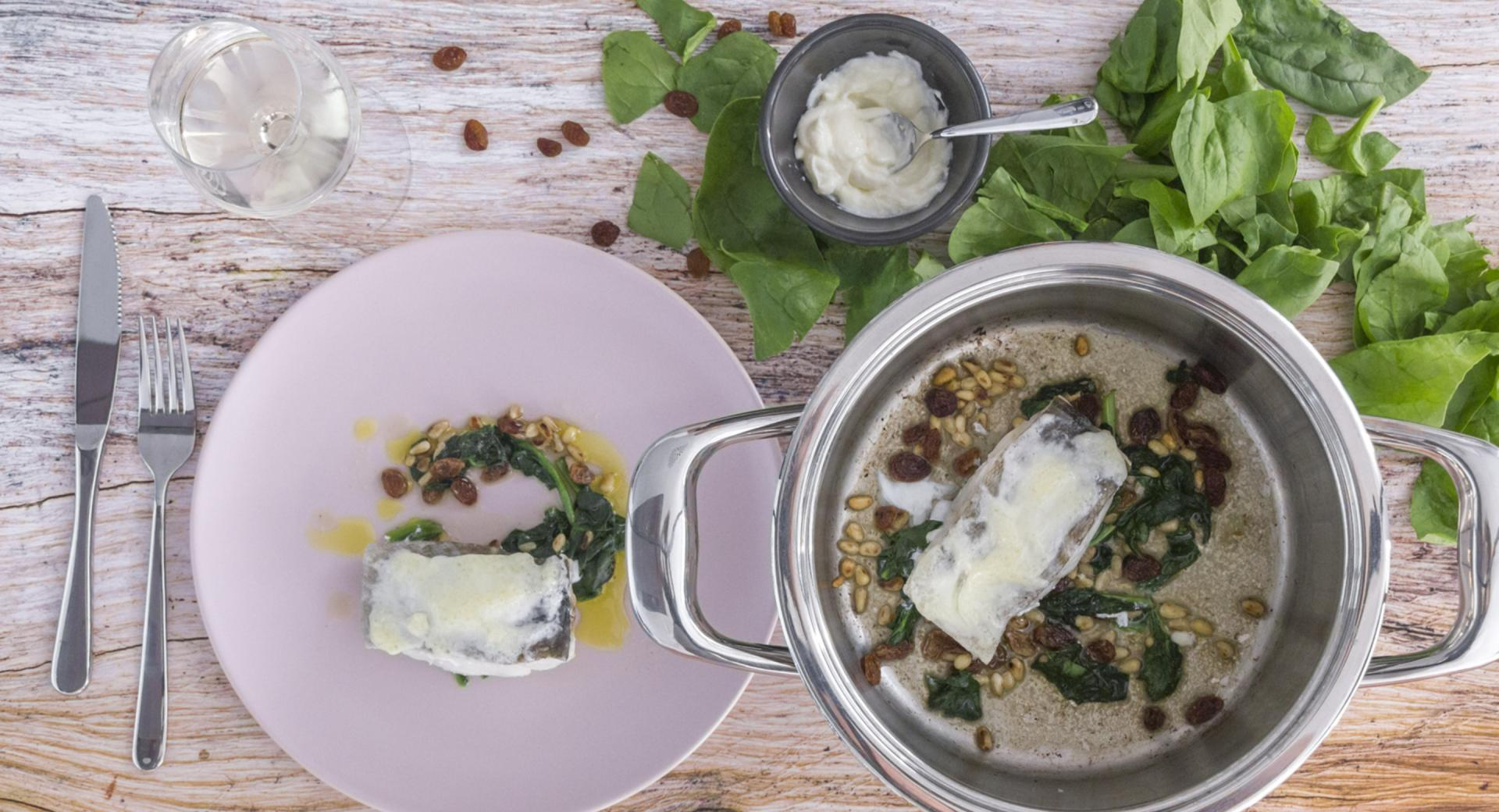 Gratinated cod with spinach, raisins and pine kernels