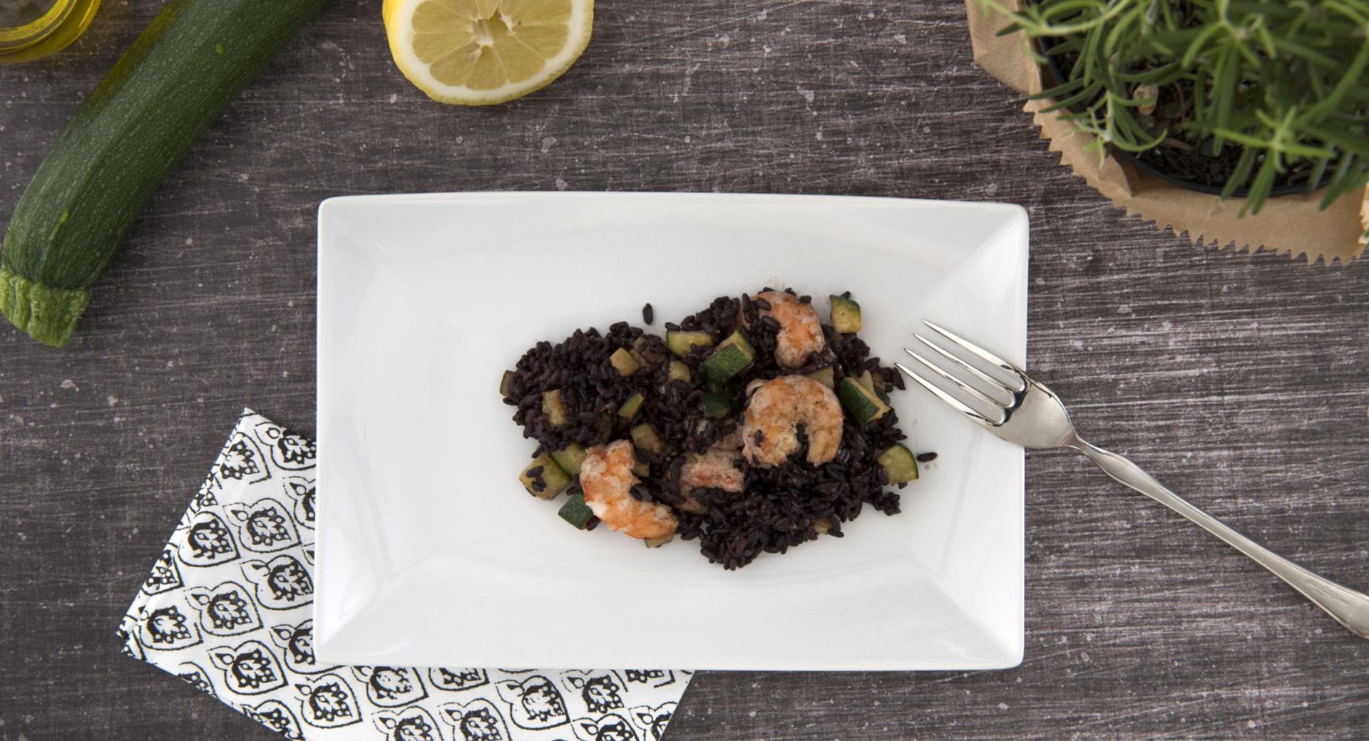 Black rice with zucchini and prawns