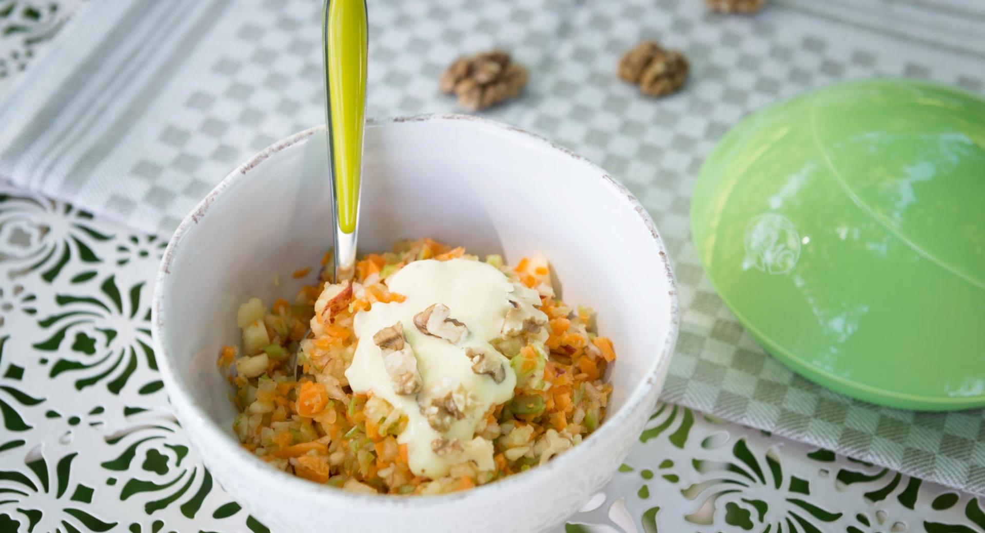 Apple-carrot salad with walnuts