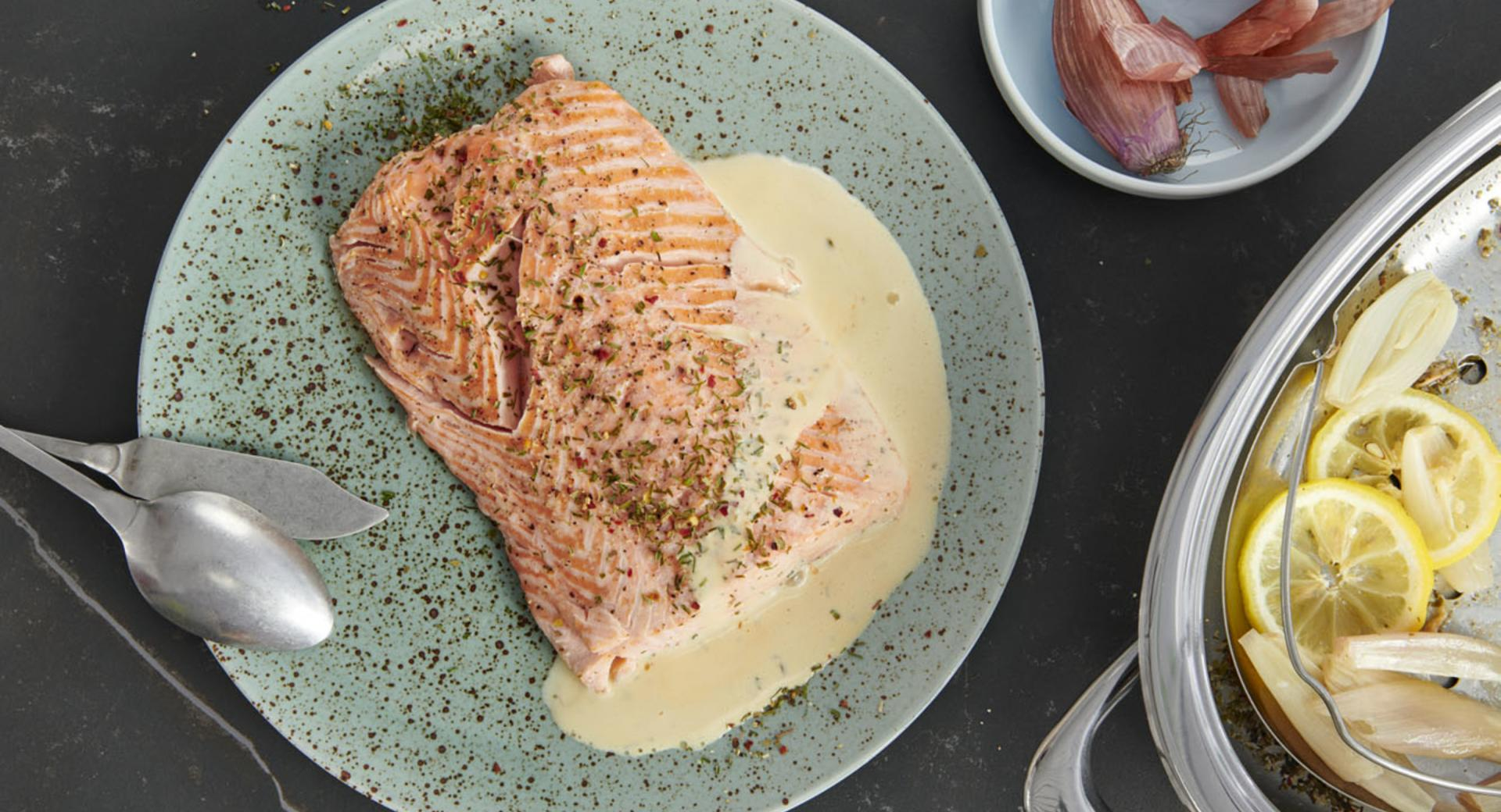 Salmon fillet with seasoned hollandaise