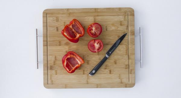 Peel and chop onions and garlic. Cut pepper and tomato into small cubes.