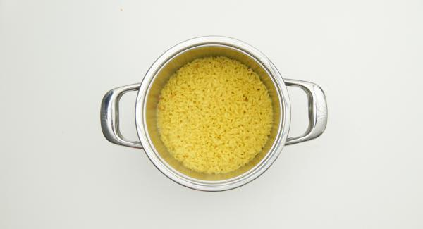 Remove the Secuquick, stir in the Parmesan cheese and let the risotto cool lukewarm.