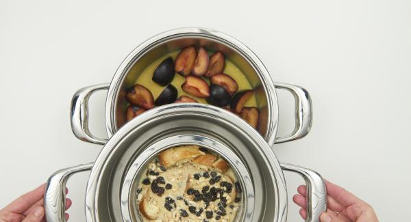 Place the combi sieve insert on top and place the combi bowl in it. Close with EasyQuick with 24 cm sealing ring.