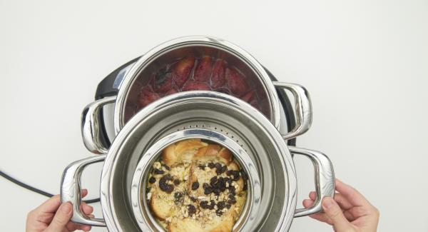 At the end of cooking time let the bread pudding cool down a little and serve lukewarm with the fruits.