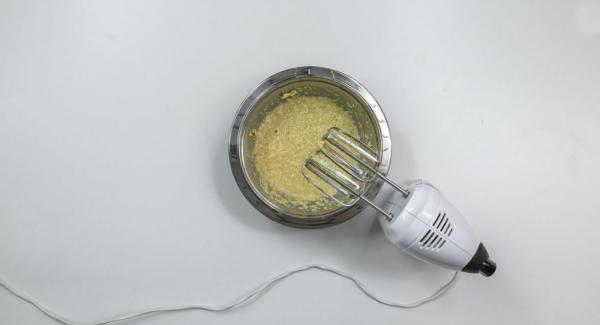 Stir butter until creamed with sugar, stir in vanilla sugar, lemon peel and egg.