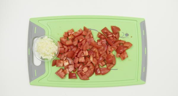 Peel and finely dice the onion, clean the tomatoes and cut into small cubes.