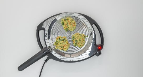 Place small patties in the oPan, press lightly with a spatula and roast until firm.