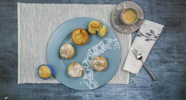 Let the muffins cool down and serve sprinkled with icing sugar.