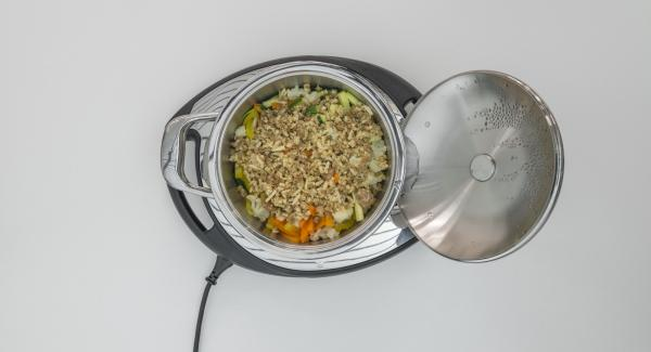 At the end of cooking, spread the crispy mixture over the vegetables and place the pot into the inverted lid.