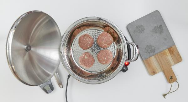 As soon as the Audiotherm beeps on reaching the roasting window, place meat in pot, set at low level and put on the lid.