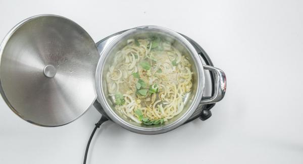 Add oregano, season with pepper and switch off Navigenio.