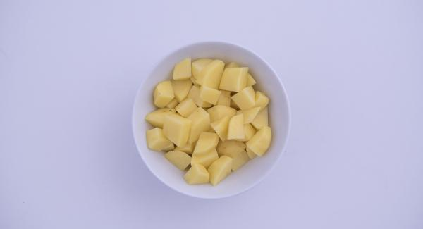 Wash, peel and chop the potatoes. Peel the carrot, celery and onion and chop into small pieces in the Quick Cut.