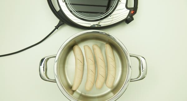 As soon as the Audiotherm beeps on reaching the roasting window, set at level 2 and place the sausages with the cut side up in the pot and place pot in inverted lid.
