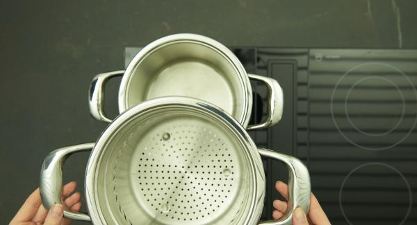 "Pour water in Pot 20 cm 4.5 l with ""NonSoloPasta"" insert, place on stove and set it at highest level. When the water boils, add an handful of salt and cook the pasta as given on the package, then drain."