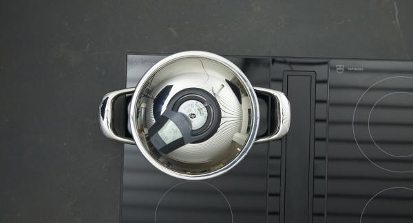 Place cut vegetables dripping wet in pot, place on hob, set it at highest level. Switch on Audiotherm, enter approx. 8 minutes cooking time in the Audiotherm, fit it on Visiotherm and turn it until the vegetable symbol appears. As soon as the Audiotherm beeps on reaching the vegetable window, set at low level and cook until done.
