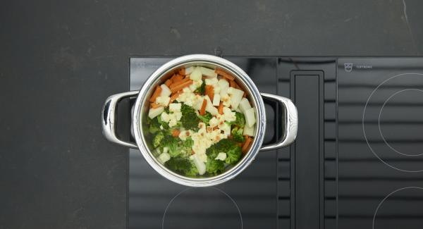 Place pot into the inverted lid, place Navigenio overhead and set at highest level. While the Navigenio flashes red/blue, enter approx. 5 minutes in the Audiotherm and gratinate. Sprinkle with almond sticks.
