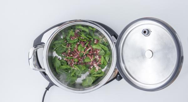 As soon as the Audiotherm beeps on reaching the roasting window, roast spinach with pine nuts and raisins. Add chopped ham to the mixture.