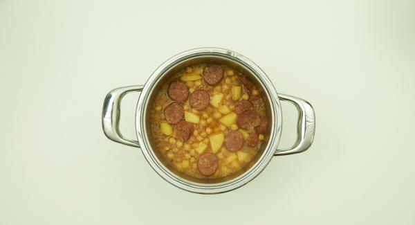 At the end of cooking, place Secuquick in an inverted lid, depressurise and remove. Refine the stew with parsley.