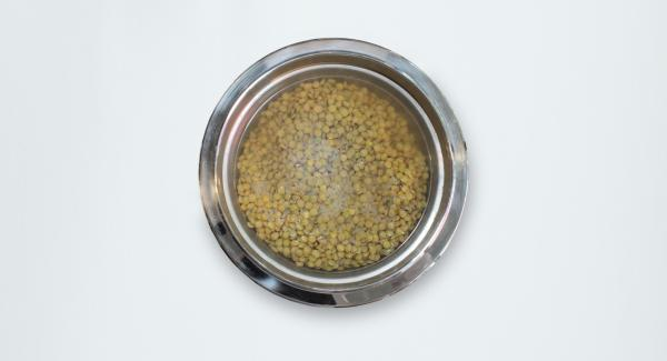 Soak rice and lentils with water for about half an hour.