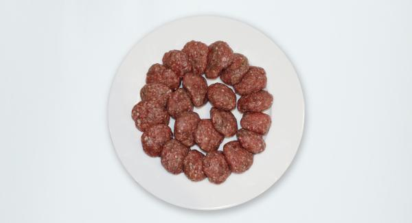 Peel the onion and chop finely. Add the meat, pepper, salt and cinnamon, knead together to obtain a sticky mixture, then shape little kebab balls (5 cm in diameter and 1 cm thick).