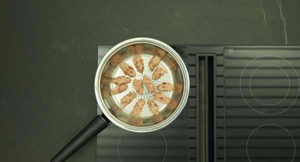 As soon as the Audiotherm beeps on reaching the roasting window, set hob at low level and place the dumplings in the HotPan. Brown the dumplings, turn them, then switch off hob, let them cook for about 4 minutes with the lid on, depending on the size.