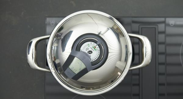 Enter approx. 11 minutes cooking time in the Audiotherm (follow packing instructions), fit it on Visotherm and turn it until the vegetable symbol appears. As soon as the Audiotherm beeps on reaching the vegetable window set hob to low level and cook until done.
