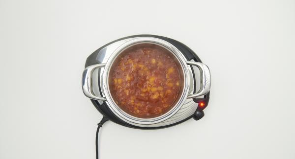 At the end of the cooking time, remove the combi sieve insert and arrange the Dim Sum with the sauce.
