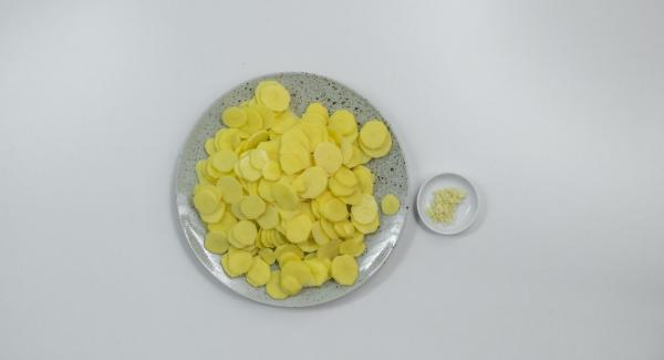 Peel potatoes and cut in thin slices. Peel garlic and dice finely.