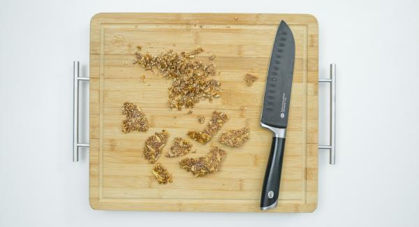 To garnish, break off small pieces of the brittle, chop the rest finely and sprinkle on the yoghurt layer. Serve garnished with brittle pieces immediately.