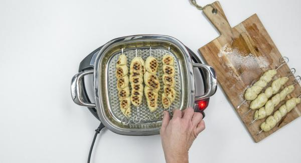 Turn the skewers, put the lid back on. Switch off the Navigenio and roast the breads for another 4 minutes.