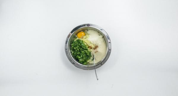 Peel the onion, clean the spinach and finely chop both together in a Quick Cut. Knead potatoes and spinach mix with egg, Parmesan and breadcrumbs and season well with salt, pepper and nutmeg.