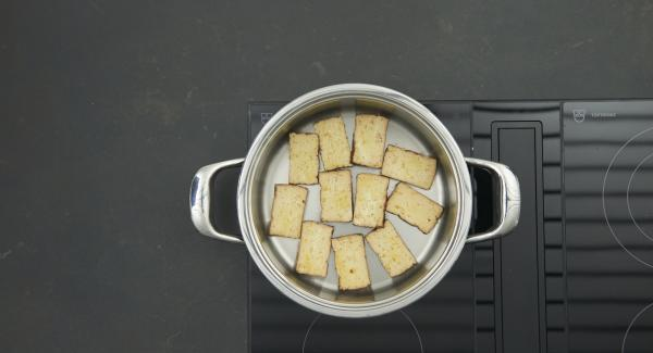 As soon as the Audiotherm beeps on reaching the roasting window, set at low level and and roast the tofu slices 2-3 minutes from both sides.