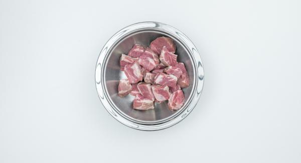 Cut meat into bite-size cubes. Place in a 20 cm combi bowl.