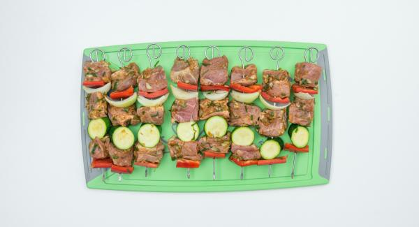 Clean vegetables and also cut them into bite-size pieces. Put the meat and vegetables alternately on 8 skewers.
