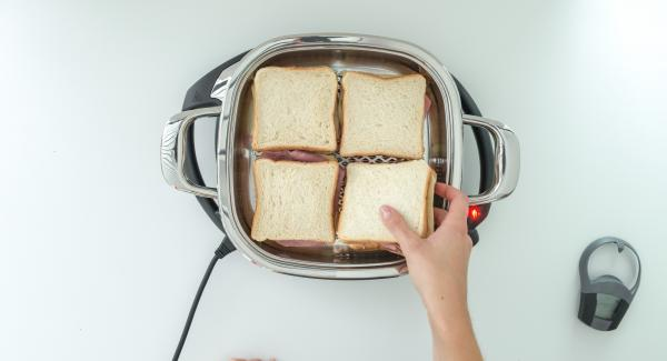 As soon as the Audiotherm beeps on reaching the roasting window, switch off and place in toasts. Close with lid.