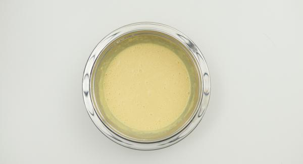 Mix the egg yolks with 150 g of yoghurt. Mix the flour and baking powder and stir alternately with milk into the egg yolk mixture. Finally, add egg whites.