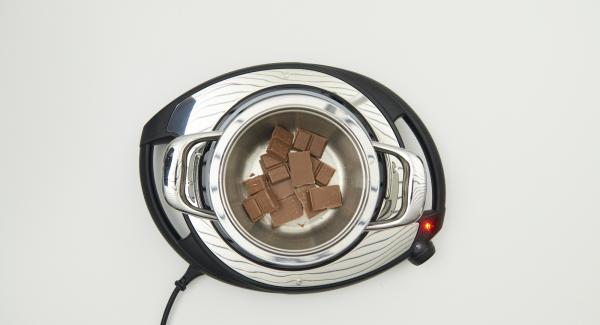 Divide the chocolate into pieces, melt in a Combi bowl in a double boiler on medium heat. Mix with the remaining ingredients into the hazelnut puree.