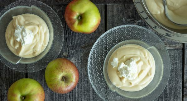 Apple mousse (Apple cider cream)