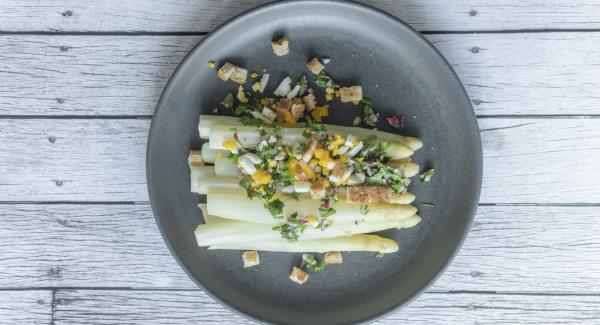 Asparagus with colorful crumble